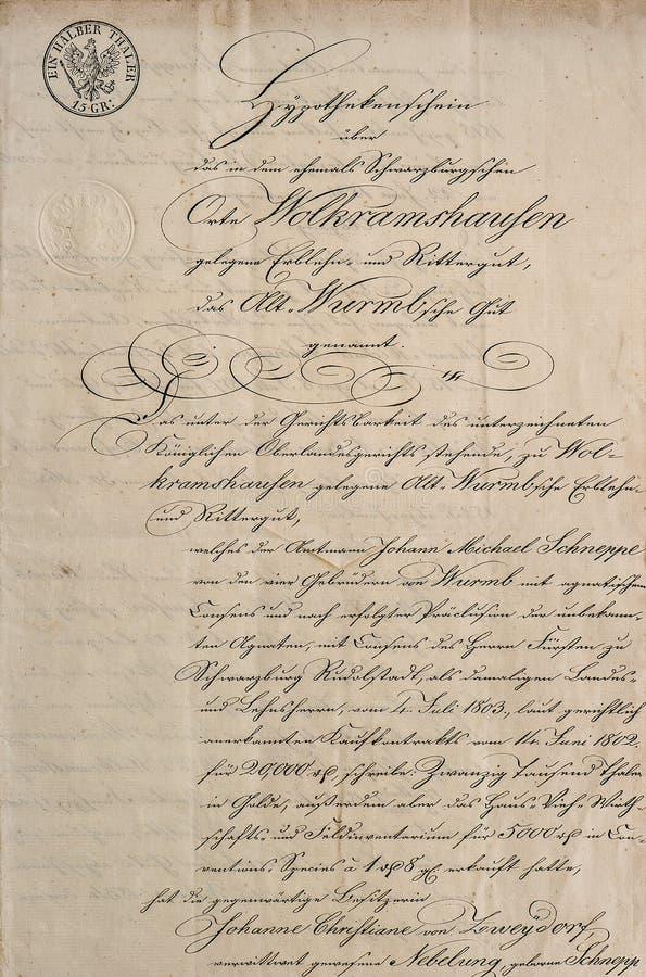 Manuscrito antiguo con el texto manuscrito caligráfico Tex de papel foto de archivo