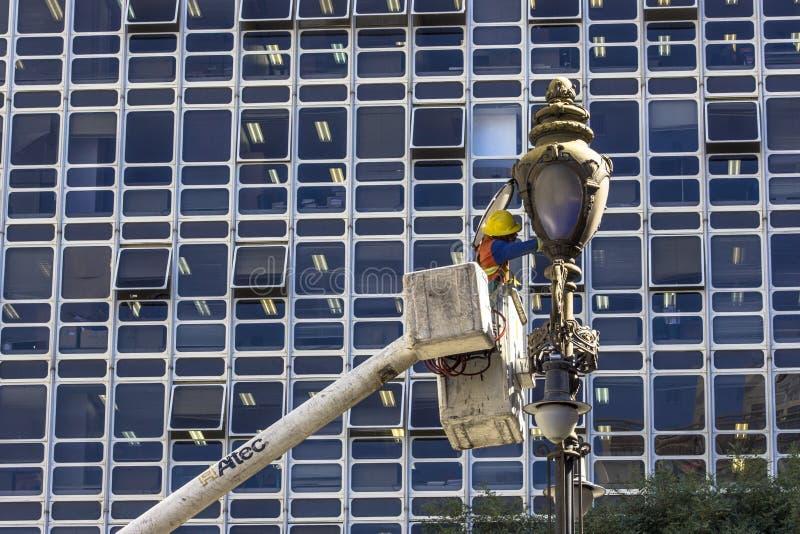 Manutenção da luz de rua fotos de stock royalty free