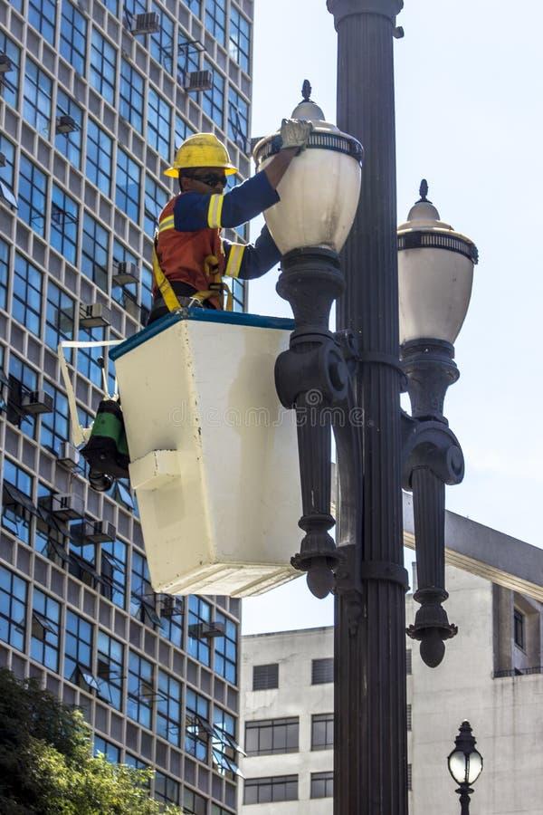 Manutenção da luz de rua imagem de stock royalty free