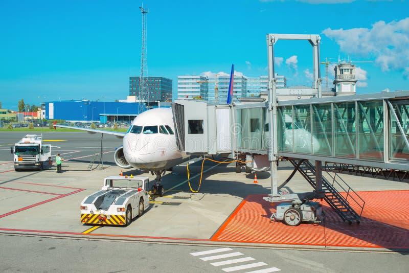 Manutenção do avião comercial fotos de stock royalty free