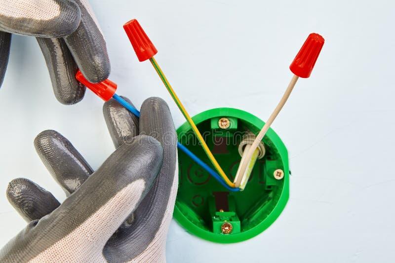 Manutenção elétrica com a caixa elétrica redonda imagem de stock