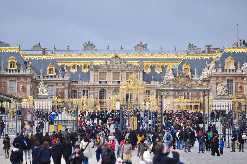Many tourists visit versailles palace france editorial stock photo image of decorative - Visite chateau de versailles gratuit ...