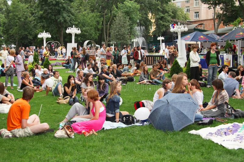 Many young people resting on the lawn. Moscow. 01.08.2009 stock images