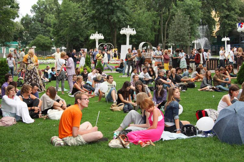 Many young people resting in the Park on the lawns. Moscow. 01.08.2009 stock photography