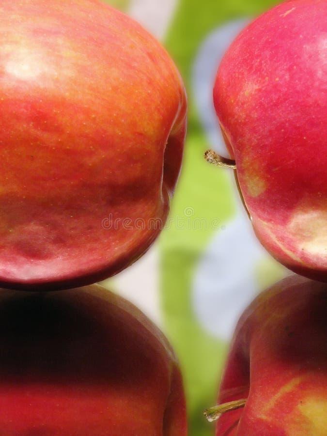 Manzana atractiva dos fotografía de archivo libre de regalías