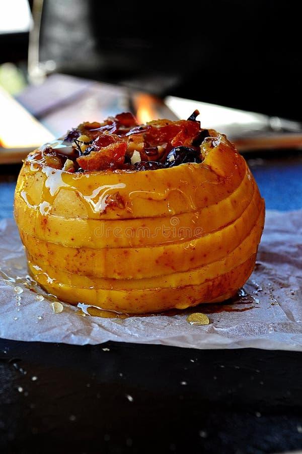 Download Manzana cocida al horno foto de archivo. Imagen de baked - 41917336