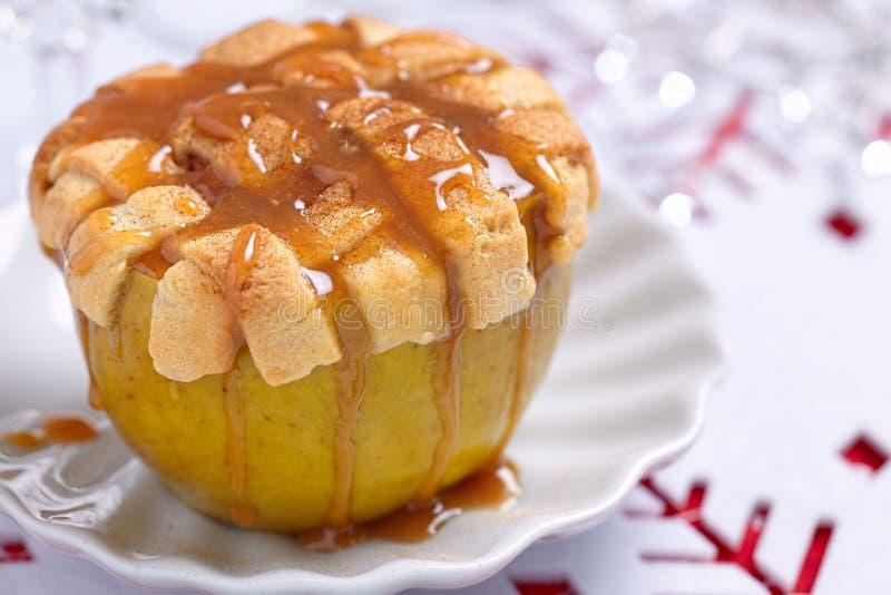 Download Manzana cocida al horno foto de archivo. Imagen de caramelo - 44857900