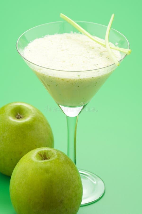 Manzana del batido de leche de la fruta fresca imagenes de archivo