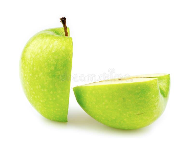 Manzana del granny smith cortada por la mitad imagen de archivo