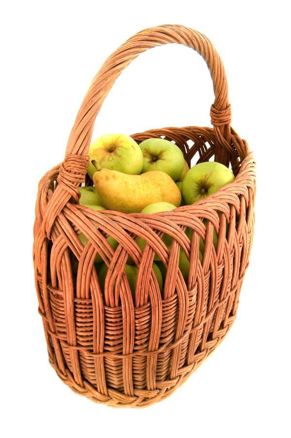 Manzana natural en cesta imagenes de archivo