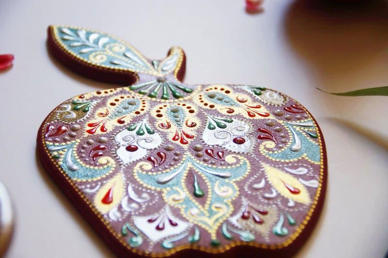 manzana pintada a mano con intrincado patrón ornamental imágenes de archivo libres de regalías