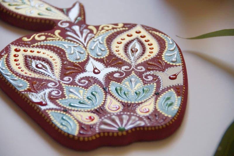 manzana pintada a mano con intrincado patrón ornamental fotografía de archivo libre de regalías