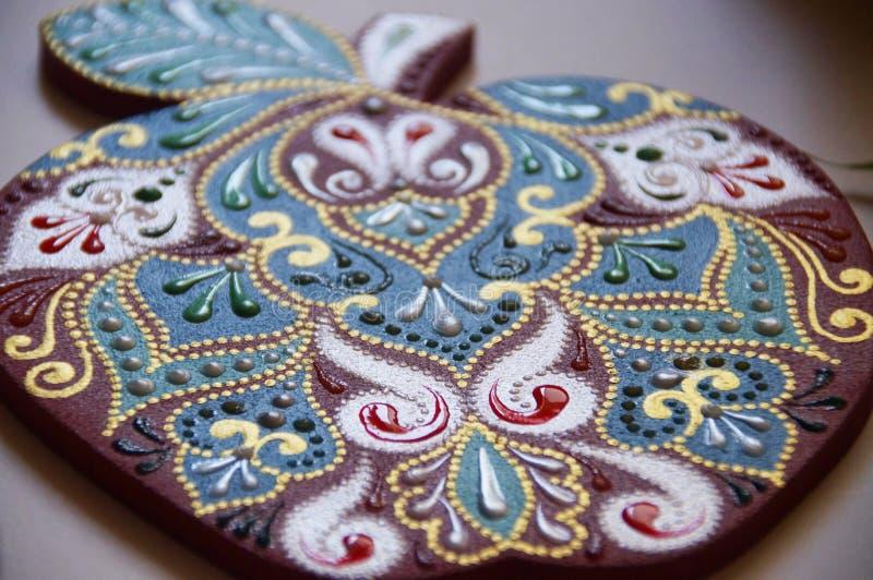 manzana pintada a mano con intrincado patrón ornamental fotos de archivo libres de regalías