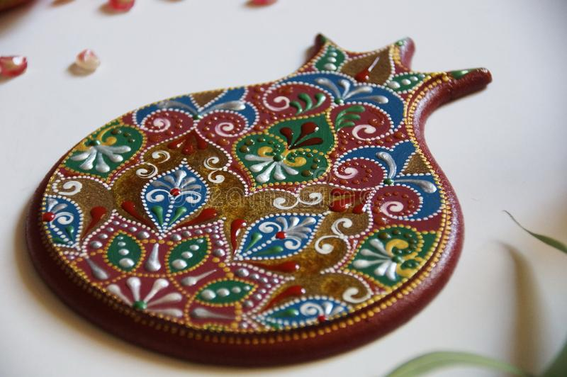 manzana pintada a mano con intrincado patrón ornamental imagen de archivo