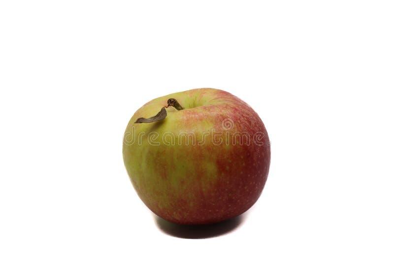 Manzana roja con la hoja seca imagenes de archivo