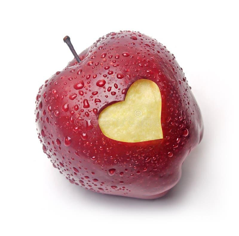 Manzana roja con un símbolo del corazón foto de archivo libre de regalías