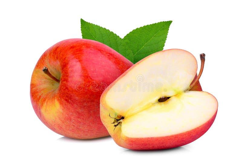 Manzana roja del conjunto y del medio sonya con la hoja verde aislada en blanco imágenes de archivo libres de regalías