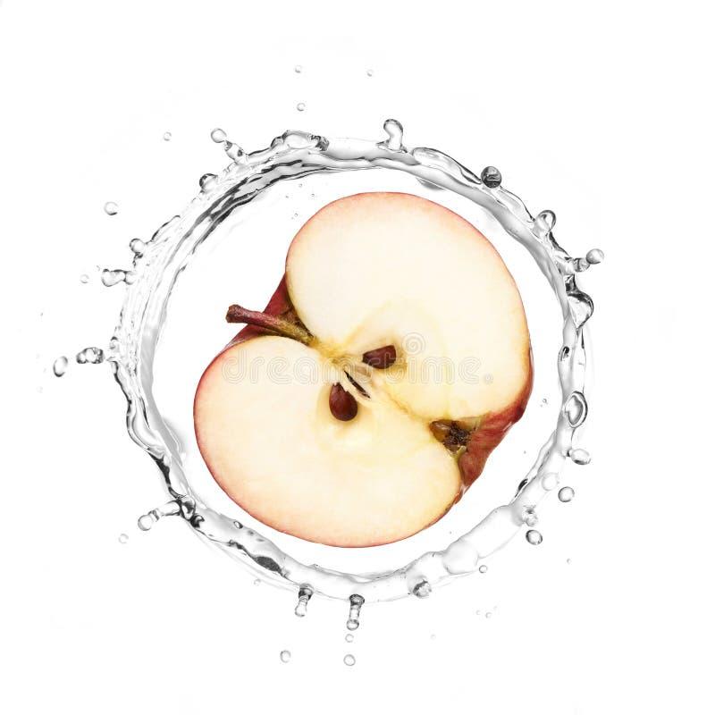 Manzana roja en chapoteo del agua foto de archivo libre de regalías