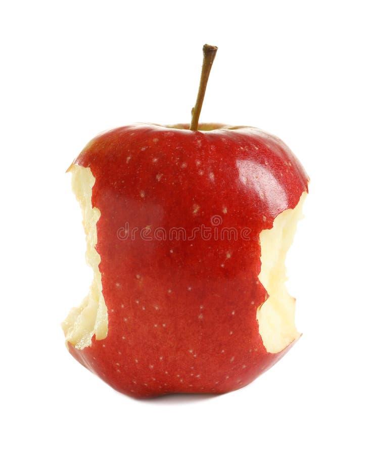 Manzana roja madura con las marcas de la mordedura imágenes de archivo libres de regalías