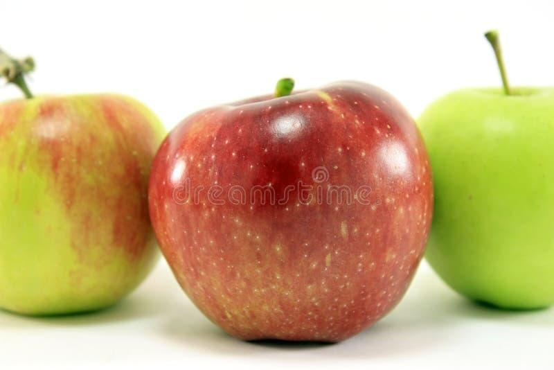 Manzana roja, verde y anaranjada fotos de archivo libres de regalías