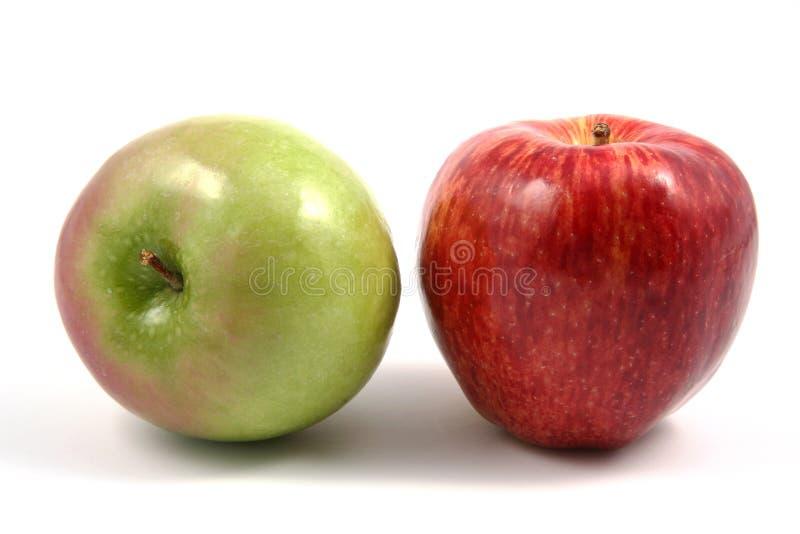 Manzana roja y verde horizontal imagen de archivo libre de regalías