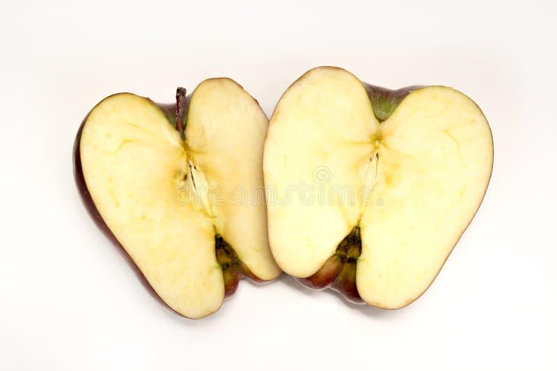 Manzana tajada, dos mitades en blanco fotos de archivo
