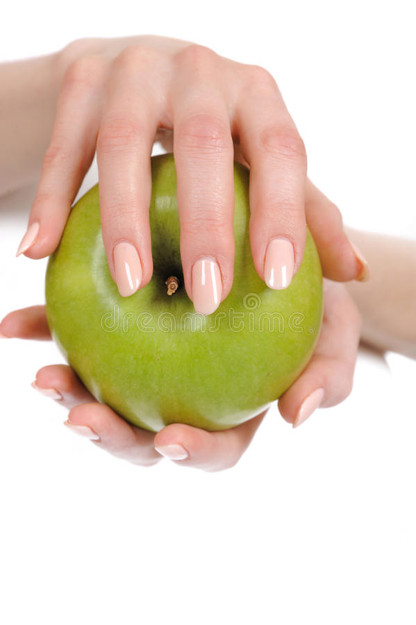 Manzana verde en una mano hermosa de la mujer imagenes de archivo