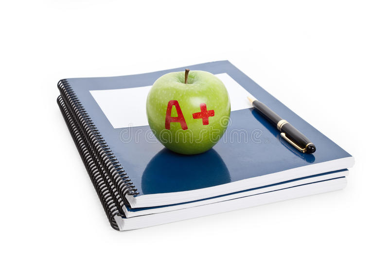 Manzana y libro de textos verdes imágenes de archivo libres de regalías