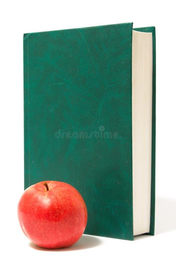Manzana y Libro verde rojos fotografía de archivo libre de regalías