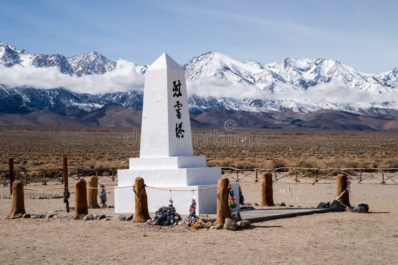 Manzanar纪念品和山脉山 免版税库存图片