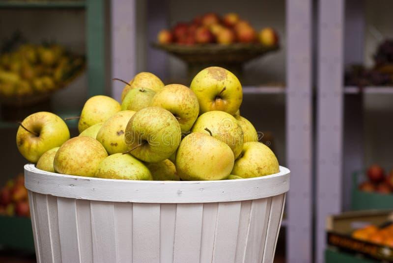 Manzanas amarillas en un rectángulo fotografía de archivo