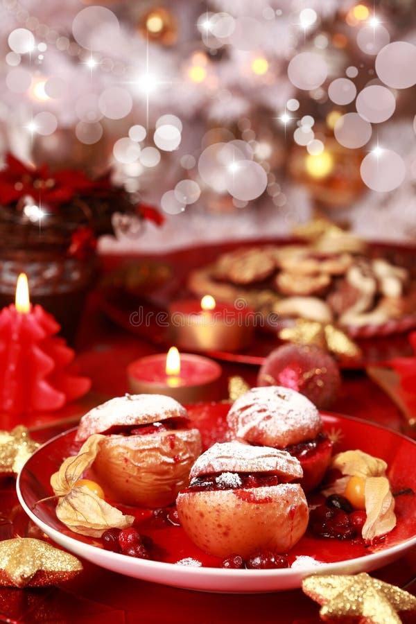 Manzanas cocidas al horno para la Navidad fotografía de archivo
