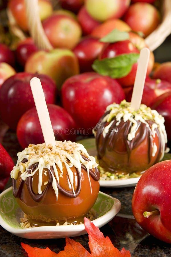 Manzanas de caramelo imagenes de archivo