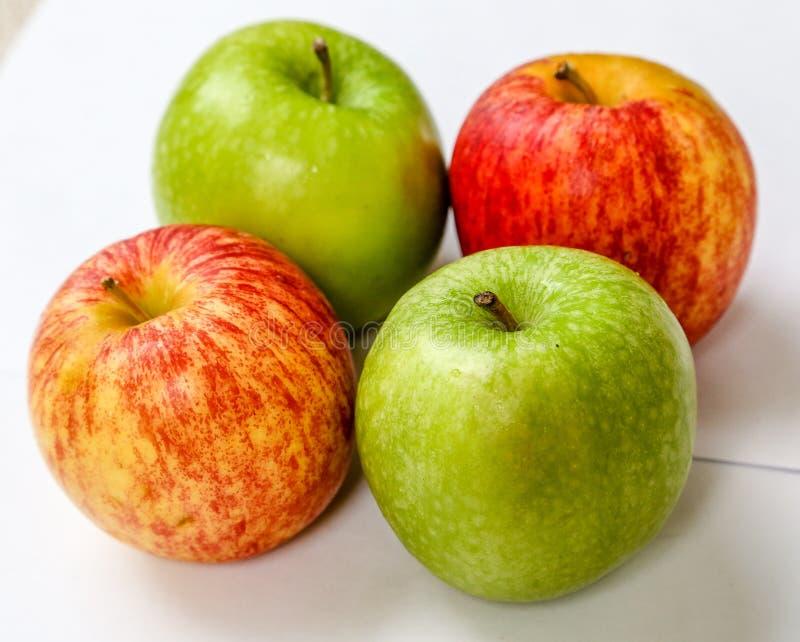 Manzanas de Fours fotos de archivo