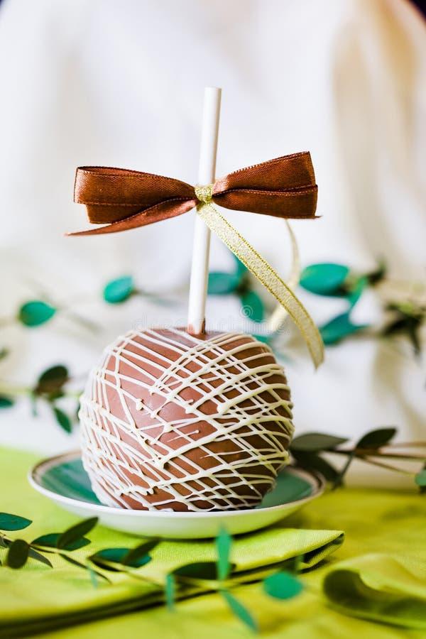 Manzanas en un palillo en el Año Nuevo foto de archivo libre de regalías