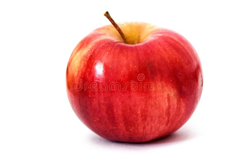 Manzanas frescas en una tienda fotos de archivo