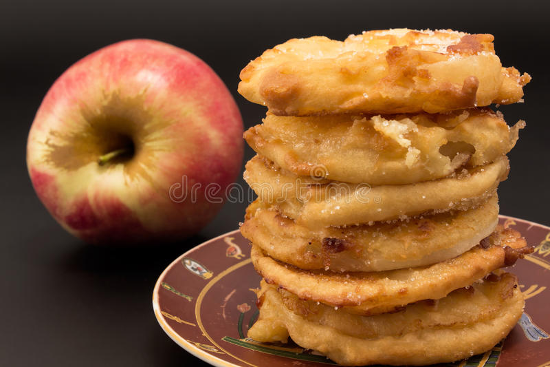 Manzanas fritas imagenes de archivo