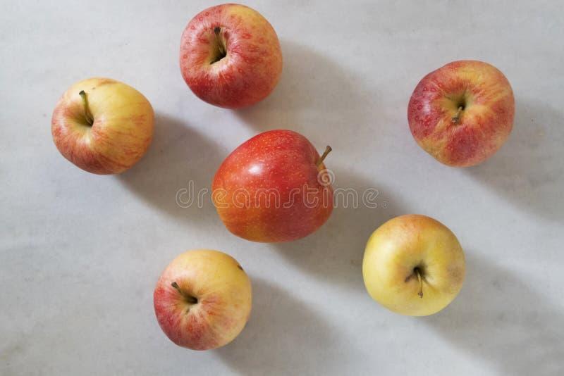 Manzanas naturales del fondo foto de archivo libre de regalías