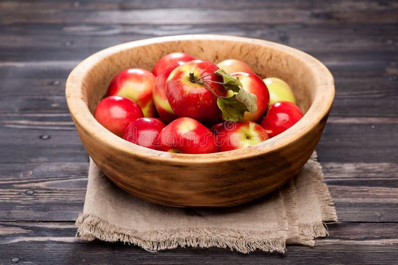 Manzanas rojas maduras foto de archivo
