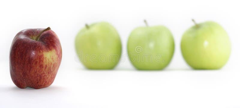 Manzanas rojas y verdes imagen de archivo