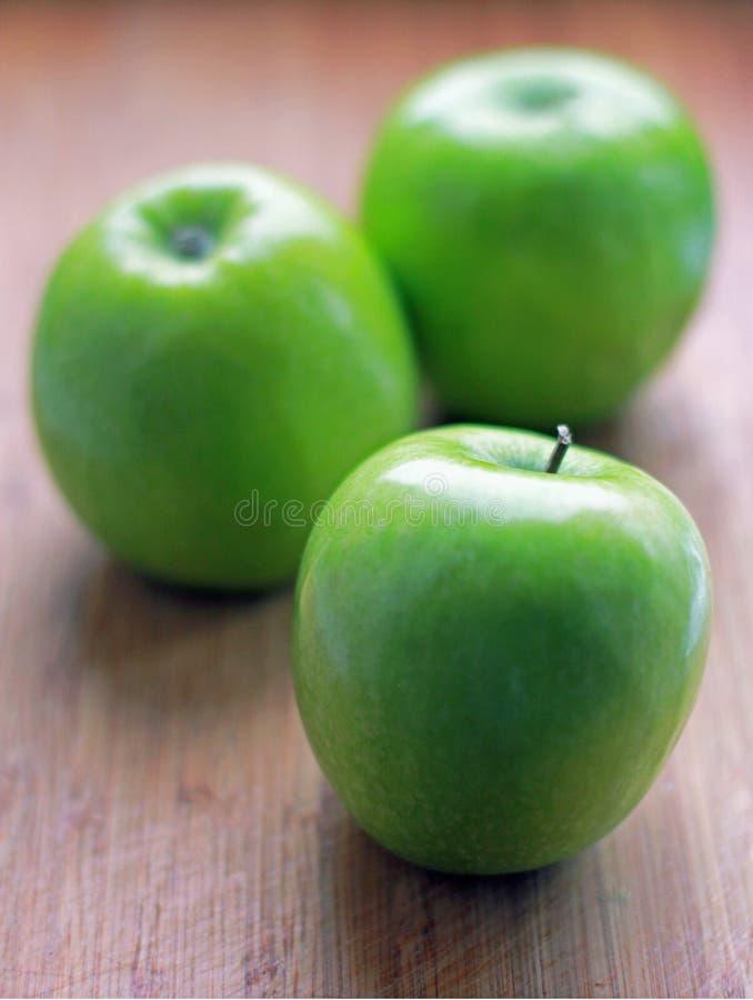 Manzanas verdes frescas foto de archivo libre de regalías