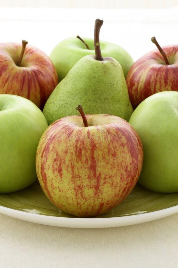 Manzanas y peras imágenes de archivo libres de regalías