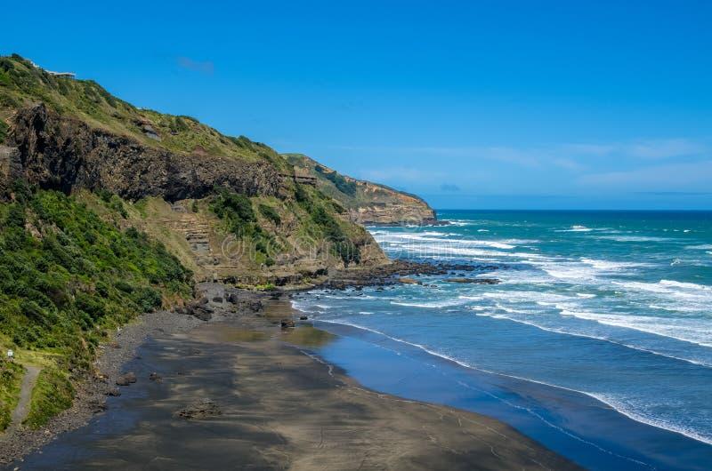 Maori Bay nel parco regionale di Muriwai, Nuova Zelanda immagine stock