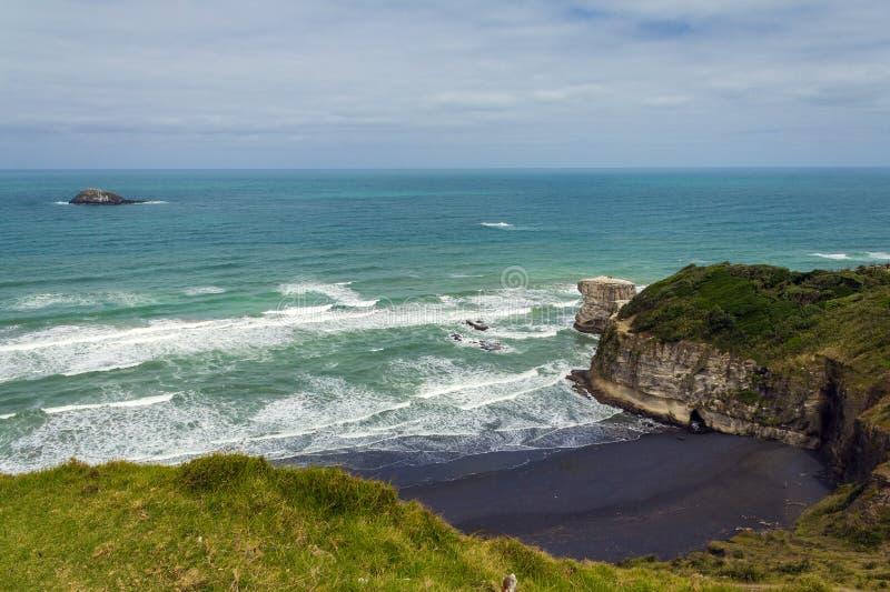 Maori Bay - playa Auckland Nueva Zelanda de Muriwai fotografía de archivo