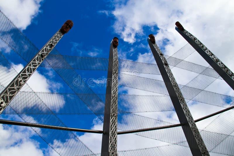 Maori Carving e céu imagens de stock royalty free