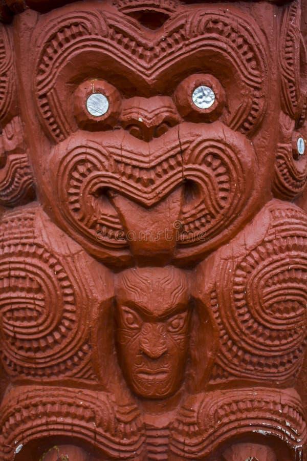 Maori Carving met uit Tong royalty-vrije stock foto