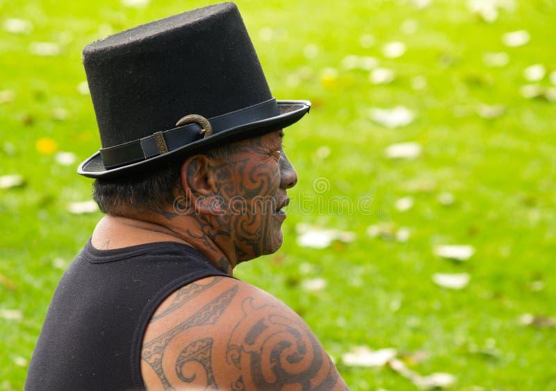 Maori mens die traditionele gezichtstatoegering toont.