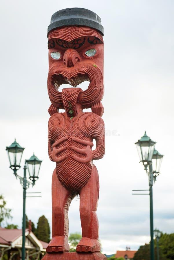 Maori- schnitzende Skulptur in Rotorua, Neuseeland lizenzfreie stockfotografie