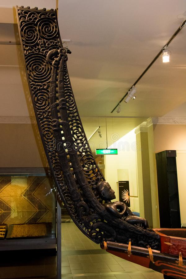 Maori war canoe-kleerschotel stock fotografie