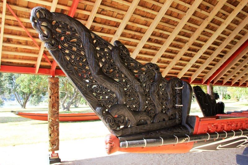Maori War Canoe Made Of Kauriträ arkivfoto